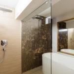 gadient-referenz-badezimmer-dusche-badewanne
